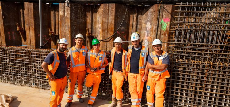 Nederland, Amstelveen, 23 augustus 2019. Het vernieuwen van de Amstelveenlijn. Beneluxbaan ter hoogte van halte Kronenburg. De laatstwe werkzaamheden tijdens de Zomer buitendienststelling.  Foto: Ge Dubbelman.